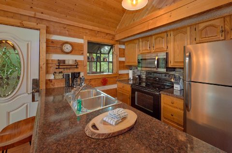 Full Kitchen in 2 bedroom wears valley cabin - Sneaky Bear Getaway