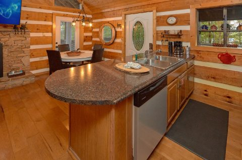 2 bedroom cabin with fully furnished kitchen - Sneaky Bear Getaway