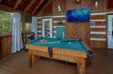 2 bedroom cabin with Pool Table and TV on porch