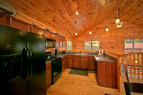 Cabin with large Kitchen - Snuggled Inn