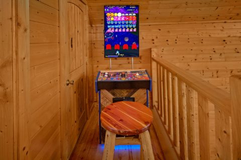 Multi Game Arcade in 5 Bedroom Cabin game Loft - Soaring Ridge Lodge