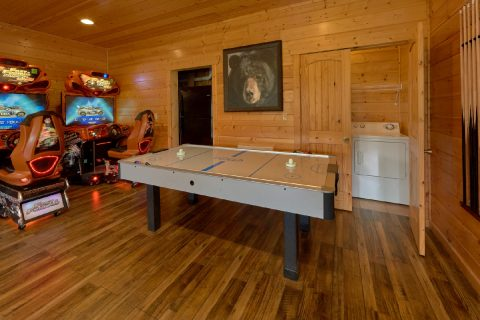Luxury Cabin with Air Hockey and Race Car games - Soaring Ridge Lodge