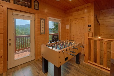 Family Size cabin with Foosball and a Pool Table - Soaring Ridge Lodge