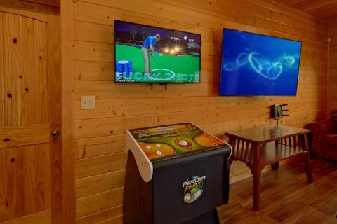 Golden Tee Golf Game in 5 bedroom cabin - Soaring Ridge Lodge