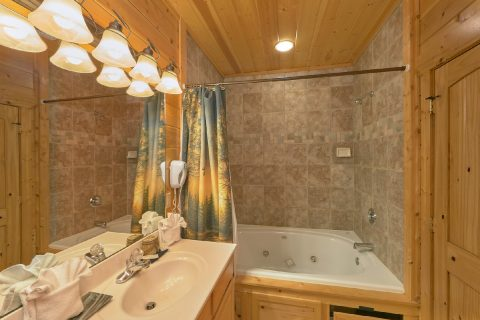 Premium 5 bedroom cabin with 3 Jacuzzi Tubs - Soaring Ridge Lodge