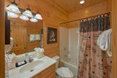 Cabin with a Private Bathroom in King Bedroom