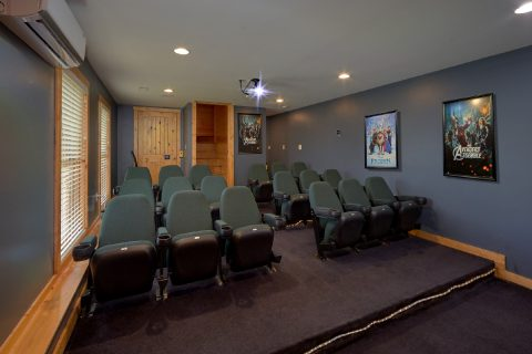 Premium cabin rental with Theater Room - Soaring Ridge Lodge