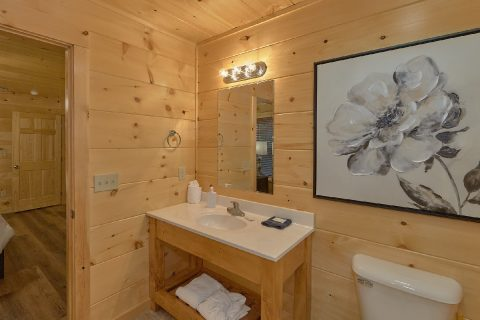 4 Full bathrooms in Pigeon Forge Resort cabin - Song of the South