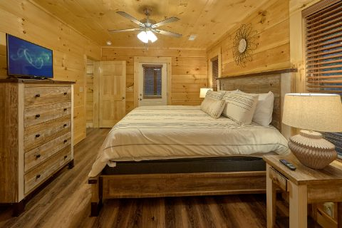 Spacious cabin with 4 bedrooms and 4 bathrooms - Song of the South