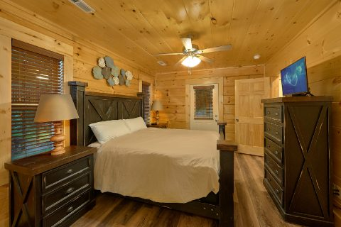 4 bedroom Resort cabin rental with 4 full baths - Song of the South
