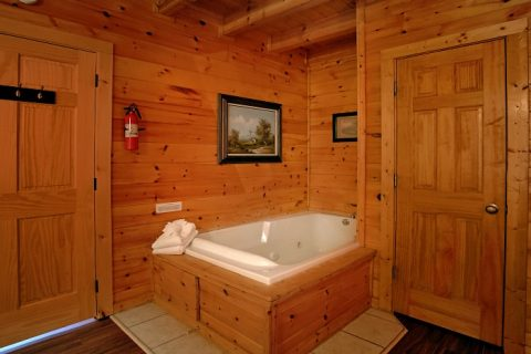 2 Bedroom Cabin with 2 Private Jacuzzi Tubs - Southern Comfort