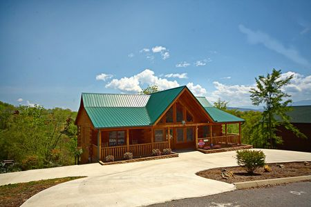 Reclusive Moose: 2 Bedroom Gatlinburg Cabin Rental
