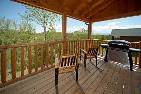 Smoky Mountain Cabin Rental with Grill - Southern Style