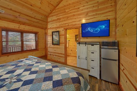 Luxury 6 Bedroom 6.5 Bath Cabin Sleeps 20 - Splash Mountain Chalet