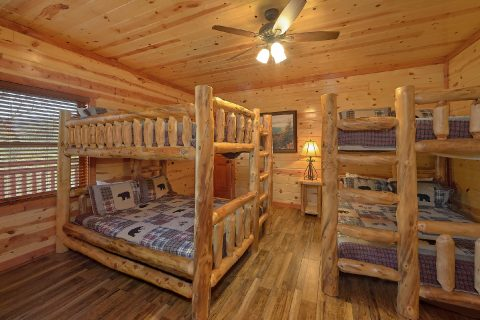 Kids Bunk Bedroom 6 Bedroom Cabin - Splash Mountain Chalet