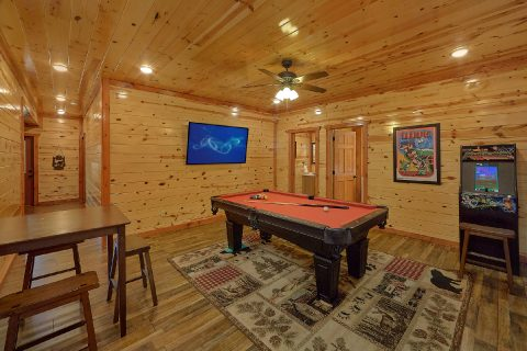 6 Bedroom 6.5 Bath Sleeps 20 Indoor Pool - Splash Mountain Chalet