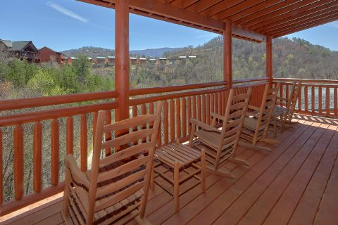 Covered Porch with Rocking Chairs 6 Bedroom - Splash Mountain Chalet