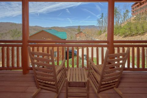 6 Bedroom 6.5 Bath 4 Story Cabin Sleeps 20 - Splash Mountain Chalet