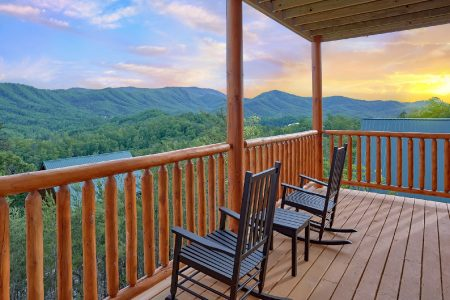 A Bear Affair: 2 Bedroom Sevierville Cabin Rental