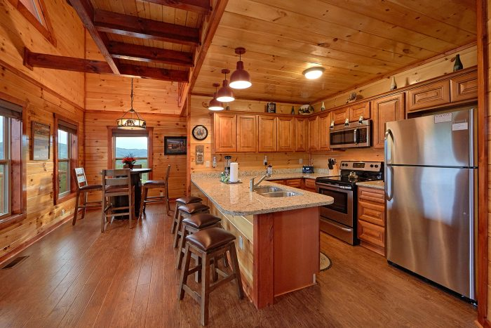 Luxurious Kitchen with Granite Counters in cabin - Splash Mountain Lodge