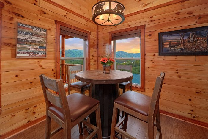 Premium 2 Bedroom Cabin with Dining Room - Splash Mountain Lodge