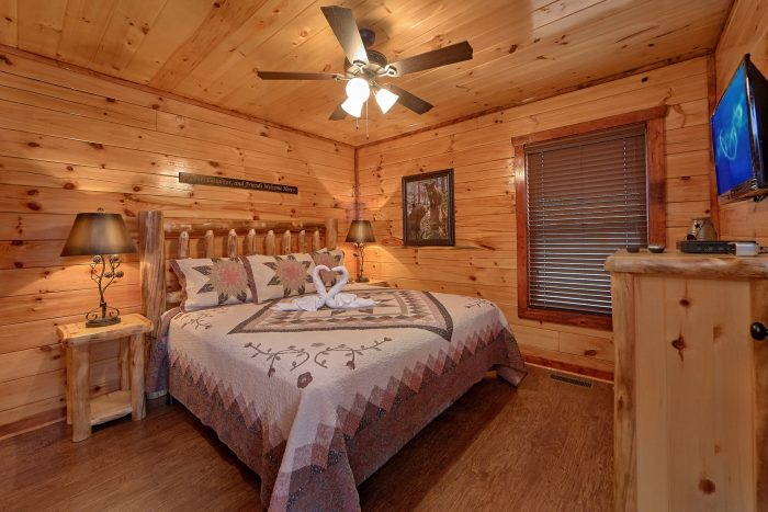 Master Suite with King Bed and Private Bath - Splash Mountain Lodge