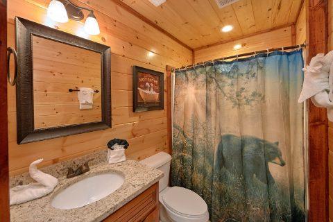 2 Bedroom Cabin with 2 and half baths - Splash Mountain Lodge