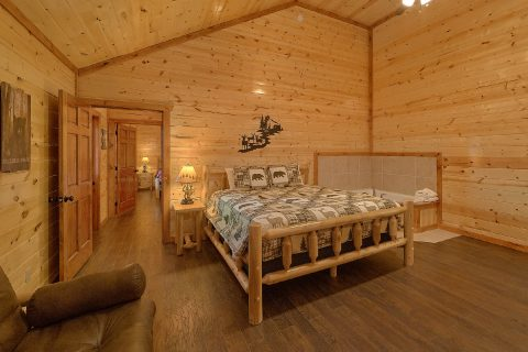 6 Bedroom Cabin with King Suite Sleeps 17 - Splashin On Smoky Ridge