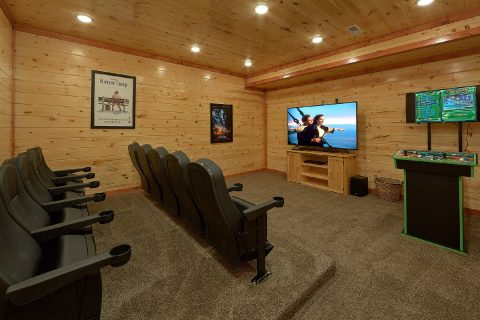 Spacious 6 Bedroom Cabin with Theater Room - Splashin On Smoky Ridge