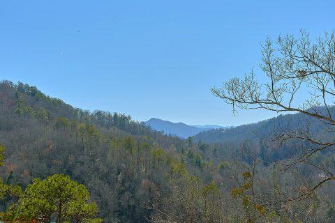Luxury Cabin with Spectacular Mountain Views - Splashin On Smoky Ridge
