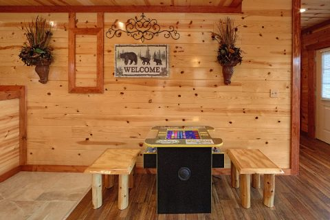 6 Bedroom Cabin with a PacMan Arcade Game - Splashin' With A View