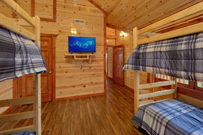 6 Bedroom Cabin with 2 Bunk Beds on Upper-Level - Splashin' With A View