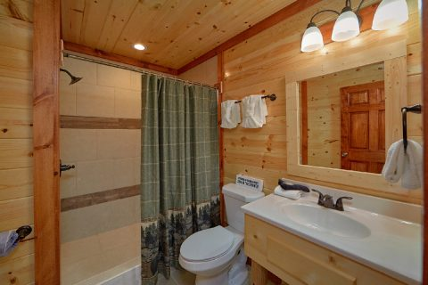 6 Bedroom Cabin with 6 Showers - Splashin' With A View