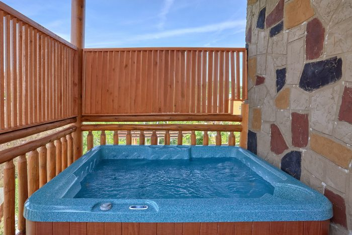 6 Bedroom Cabin with a Hot Tub - Splashin' With A View