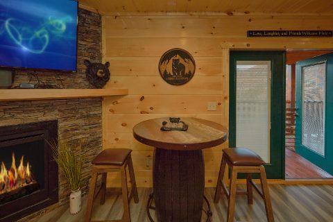 Cozy Living room at 4 Bedroom luxury cabin - Splashing Bear Cove