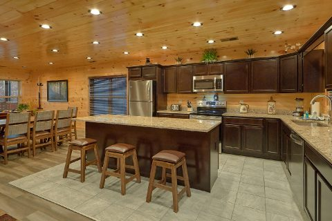 Spacious cabin kitchen and Dining for 11 guests - Splashing Bear Cove