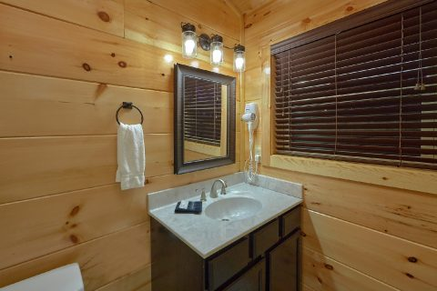 4 bedroom cabin with Private Master Bed and bath - Splashing Bear Cove