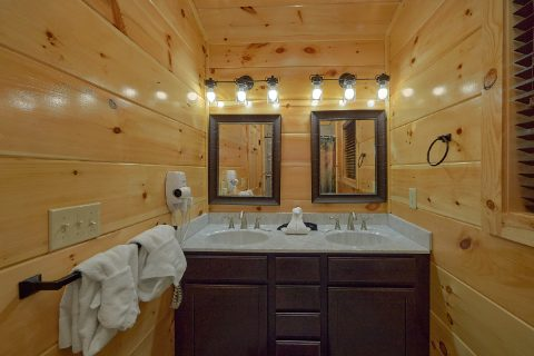 4 Bedroom luxury cabin with 5 and a half baths - Splashing Bear Cove