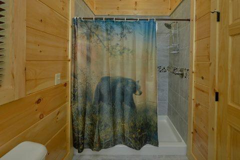King Bedroom with Full Bath in 4 bedroom cabin - Splashing Bear Cove