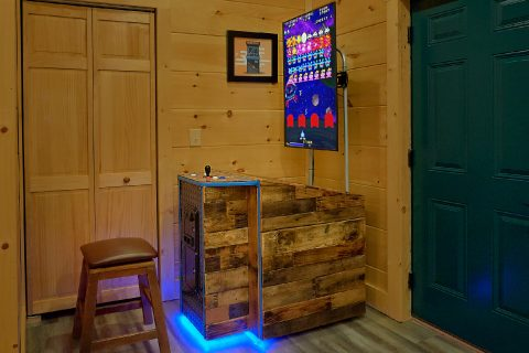 4 bedroom cabin with 5 Arcade Games in game room - Splashing Bear Cove