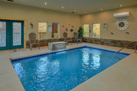 Private, heated pool in 4 bedroom luxury cabin - Splashing Bear Cove