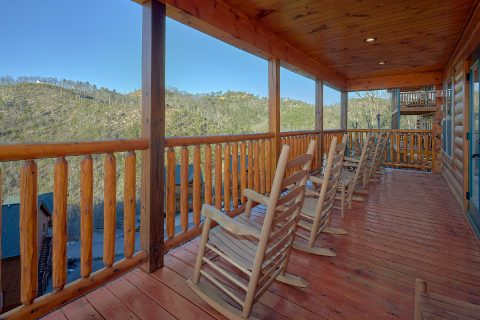 Luxury cabin with deck, hot tub and Private Pool - Splashing Bear Cove