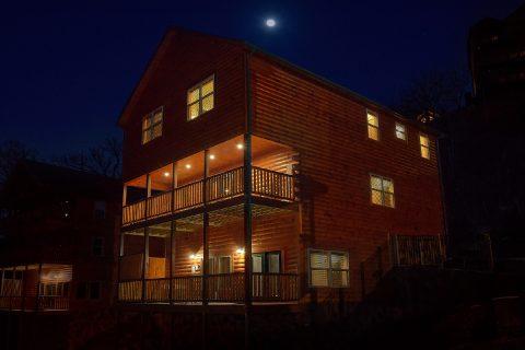 Beautiful cabin rental with Heated Indoor Pool - Splashing Bear Cove