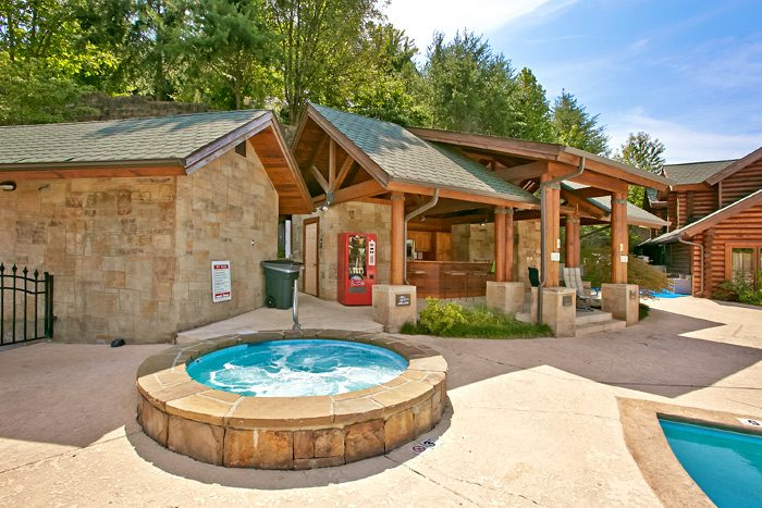 Cabin with resort hot tub and outdoor pool - Stairway To Heaven
