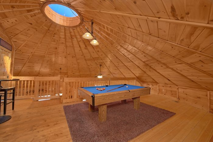 Game Room Loft With Pool Table and Arcade - Star Gazer