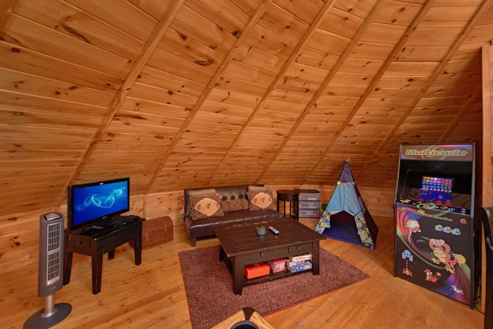 Futon, Arcade Game and Pool Table in Cabin - Star Gazer