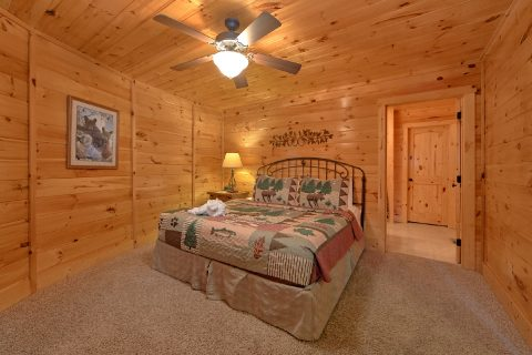 Luxurious 3 Bedroom Cabin with 3 Master Bedrooms - Star Gazer