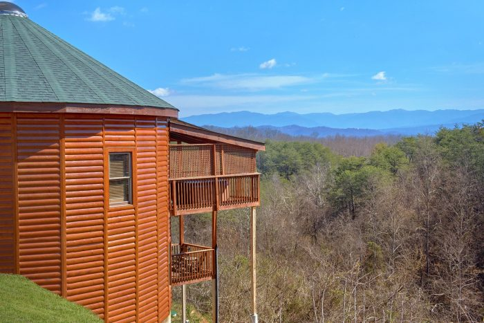 Custom Round Cabin with View of Mountains - Star Gazer