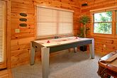 Luxurious 3 bedroom cabin with Air Hockey Game