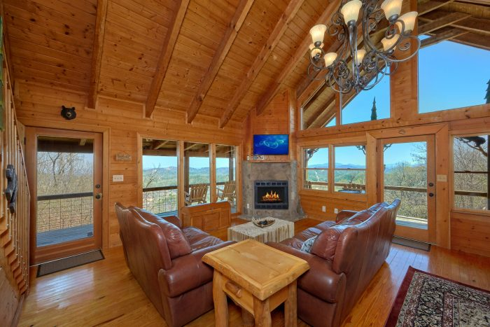 Luxurious 3 Bedroom Cabin Spectacular Views - Sugar Bear View